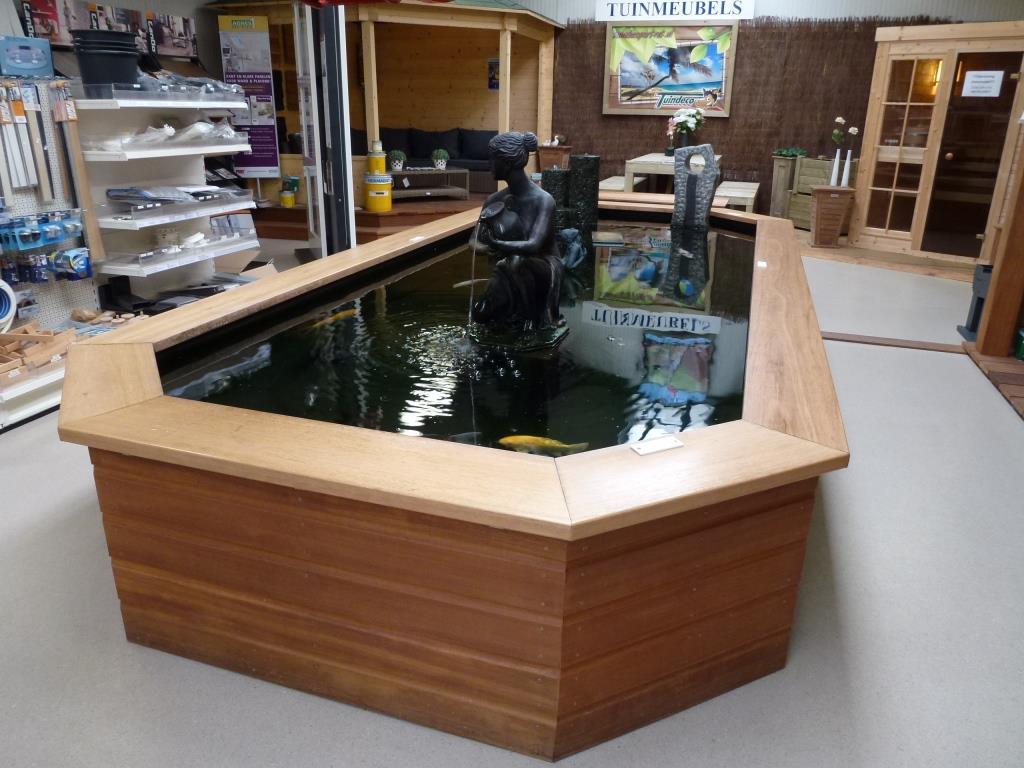 Vijver showroom ermelo van der leeden for Vijver afwerking hout